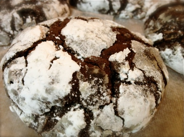 chocolate crinkle cookie