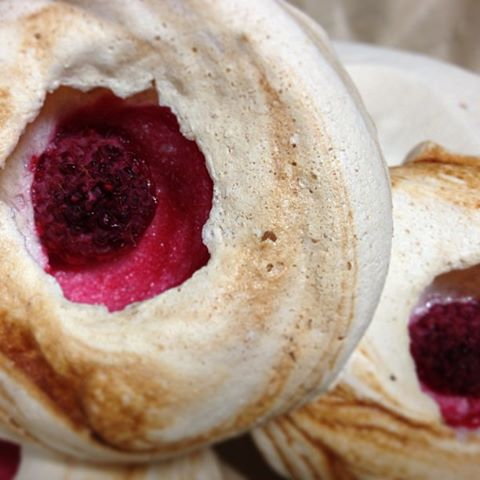 berry meringue