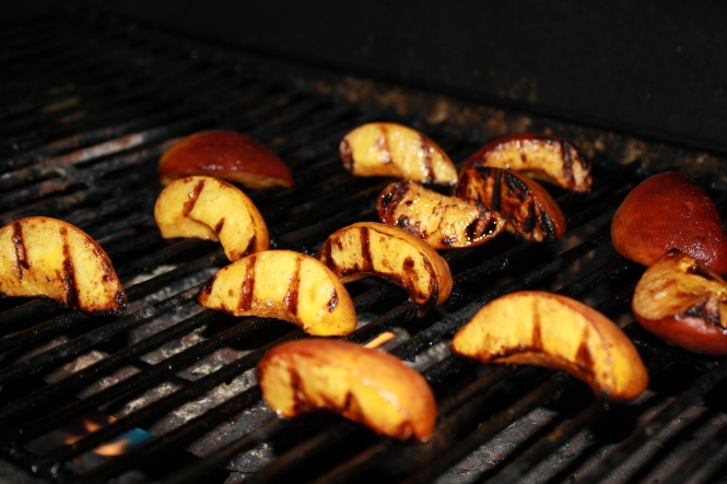 grilled-peaches-an-awesome-paleo-dessert